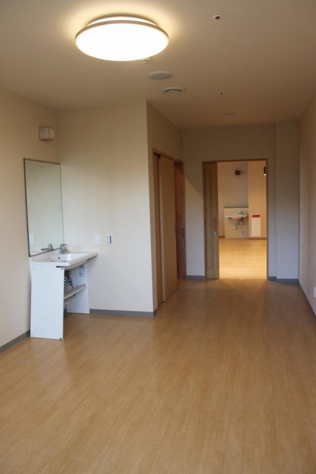 専用トイレと洗面台がついた個室